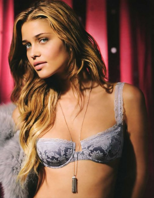 Ana Beatriz Barros (15 фото)